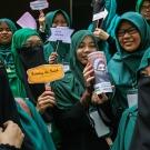 مقابله زنان محجبه مسلمان مالزی با ولنتاین