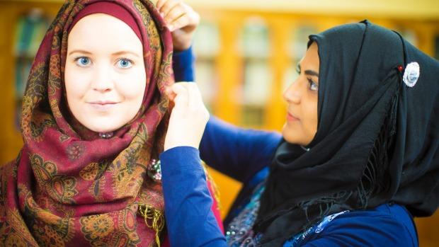 دعوت از زنان آلمانی برای پوشیدن حجاب در یک ویدئوی تبلیغی