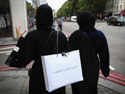 مرد مهاجم ، حجاب زن مسلمان را کشید