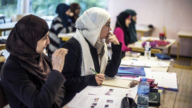 اتریشی ها در اعتراض به طرح ممنوعیت حجاب تظاهرات کردند