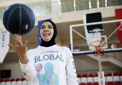 دختر مسلمان در فیلادلفیا به خاطر حجاب از مسابقه بسکتبال اخراج شد